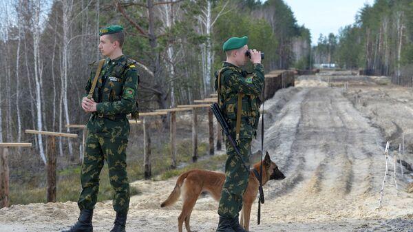 Funkcjonariusze Mozyrskiego Oddziału Granicznego na białorusko-ukraińskiej granicy - Sputnik Polska