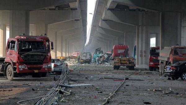Zniszczone samochody w rezultacie wybuchu w Tianjin - Sputnik Polska