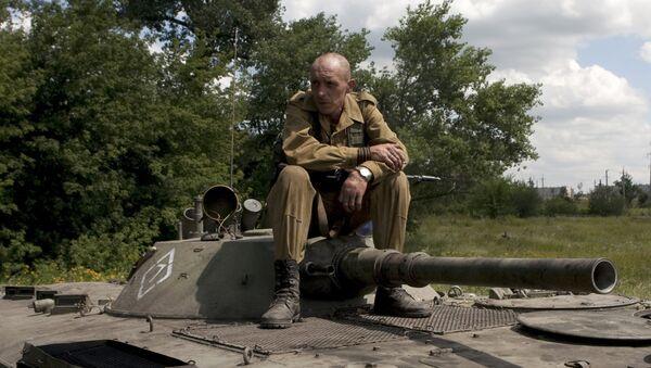 Żołnierz w Doniecku - Sputnik Polska