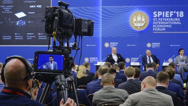 Dziennikarze na Forum w Petersburgu - Sputnik Polska