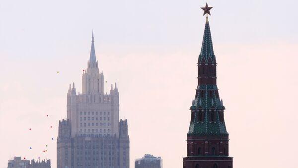 Siedziba MSZ Rosji i wieża Moskiewskiego Kremla - Sputnik Polska