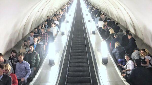Schody ruchome na stacji metra w Moskwie - Sputnik Polska