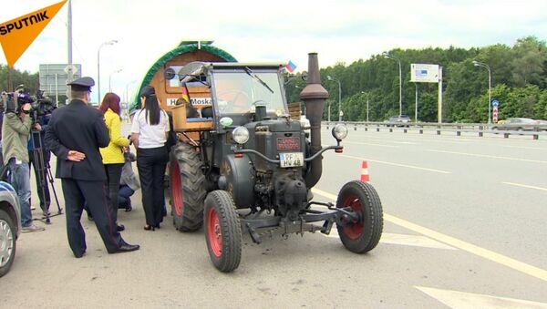 2,5 tysiąca kilometrów traktorem na Mundial - Sputnik Polska