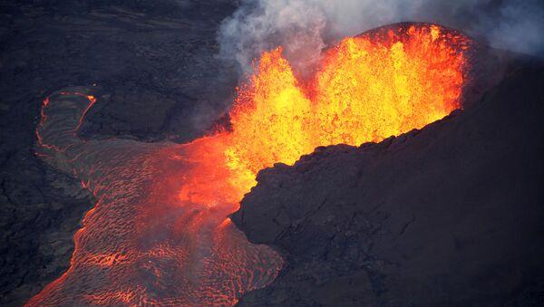 Lawa z wulkanu Kilauea na Hawajach - Sputnik Polska