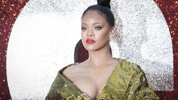 """Piosenkarka Rihanna pozuje na premierze filmu """"Ocean's 8"""" w Londynie - Sputnik Polska"""