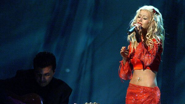 Grammy nominee Christina Aguilera (R) performs at the first annual Latin Grammy Awards at the Staples Center in Los Angeles 13 September, 2000. - Sputnik Polska