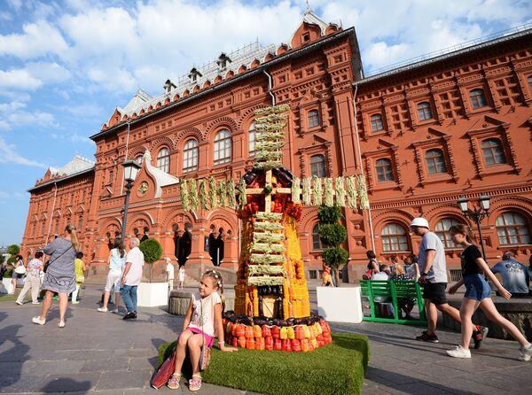 Instalacja w kształcie młyna z warzyw podczas święta Lato moskiewskie. Festiwal konfitury - Sputnik Polska