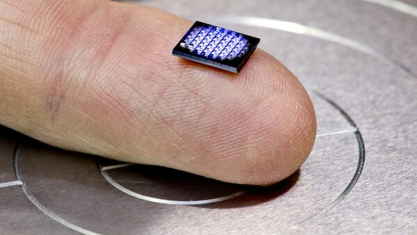 Najmniejszy komputer na świecie stworzony przez inżynierów z Uniwersytetu Michigan wraz z IBM - Sputnik Polska