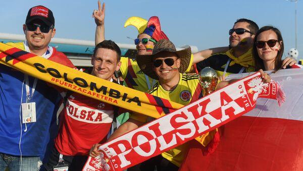 Kibice Polski i Kolumbii przed meczem w Kazaniu - Sputnik Polska