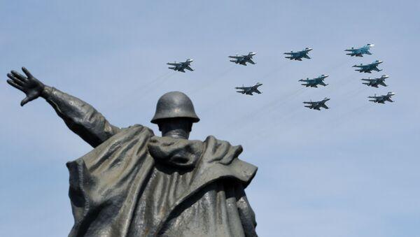 Rosyjskie Su-34, Su-30 i Su-35, próba defilady wojskowej - Sputnik Polska