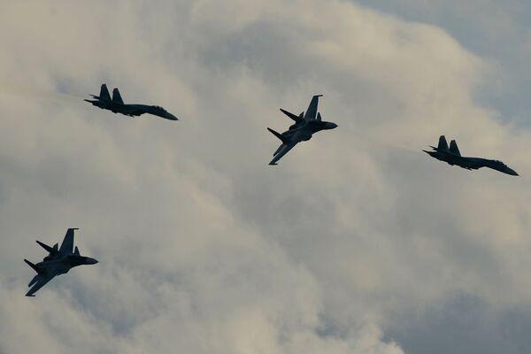 Samoloty Su-34 podczas pokazu lotniczego - Sputnik Polska