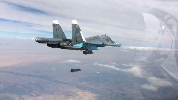 Samolot Su-34 podczas operacji w Syrii - Sputnik Polska