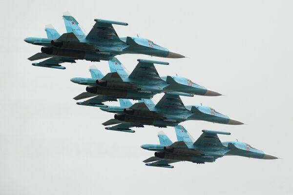 Samoloty Su-34 podczas pokazu w Rostowie nad Donem - Sputnik Polska
