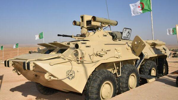 """Algierski BTR-80 z zainstalowanym systemem przeciwpancernym """"Kornet-E"""" - Sputnik Polska"""