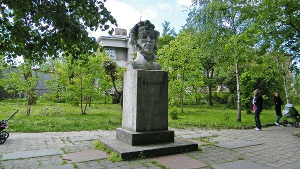 Памятник Пушкину в Золочеве Львовской области - Sputnik Polska