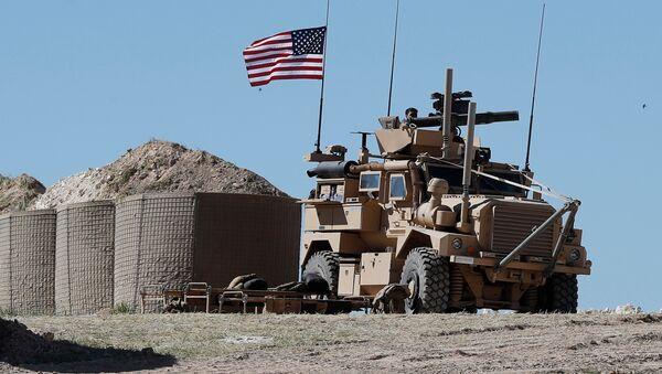 Amerykańscy wojskowi na pozycjach niedaleko Manbidżu na północy Syrii - Sputnik Polska