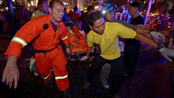 Ewakuacja poszkodowanych po potężnym wybuchu w pobliżu świątyni Eravan w centralnej dzielnicy Bangkoku - Sputnik Polska