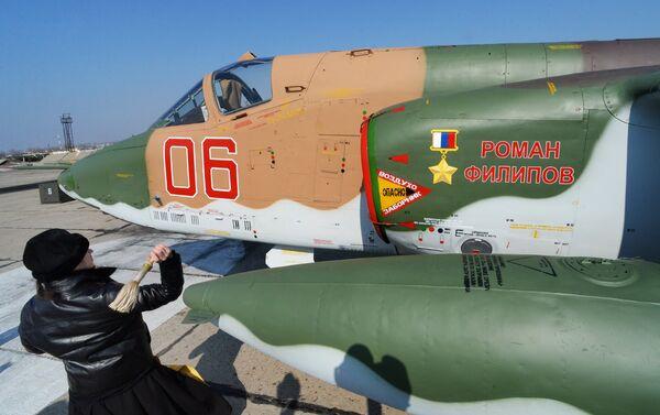 Kapłan święci samolot Su-25 SM - Sputnik Polska