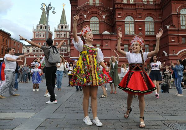 Małe tancerki na Placu Maneżowym - Sputnik Polska