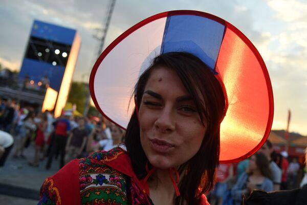 Kokosznik w kolorach rosyjskiej flagi - Sputnik Polska