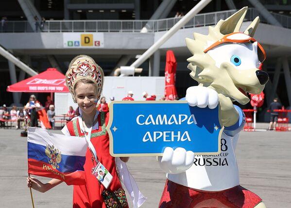 Dziewczynka w kokoszniku z Zabiwaką w Samarze - Sputnik Polska