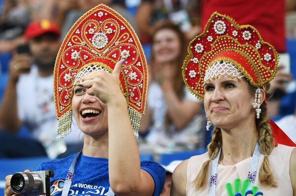 Kibicki z Belgii w kokosznikach - Sputnik Polska