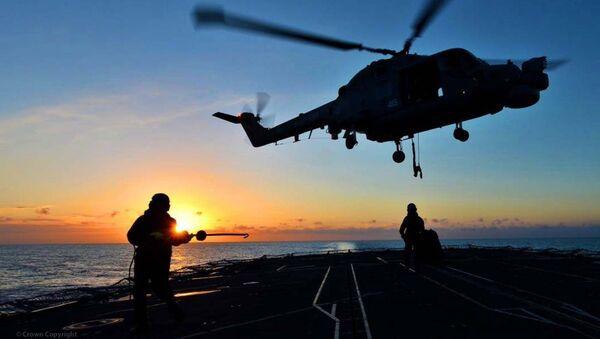 Śmigłowiec Mk8 Lynx ląduje na pokładzie fregaty HMS Monmouth Królewskiej Floty Morskiej Wielkiej Brytanii - Sputnik Polska