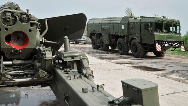 """Działo """"Giacynt"""" i system rakietowy """"Iskander"""" w Kaliningradzie - Sputnik Polska"""
