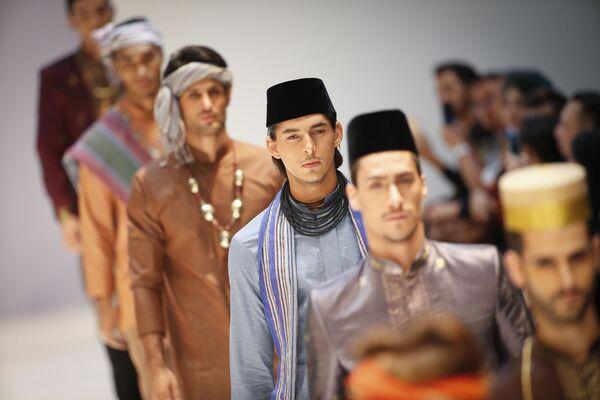 Modelki podczas pokazu Yajameel collection podczas Tygodnia Mody Islamskiej w Kuala Lumpurze - Sputnik Polska