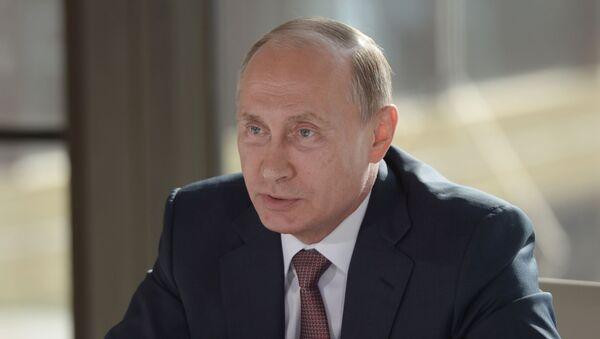 Prezydent Rosji Władimir Putin na spotkaniu z przedstawicielami społecznych związków narodowych Krymu - Sputnik Polska