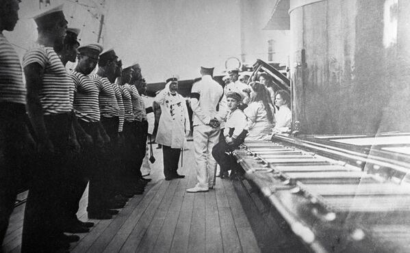 Kapitan statku wita carską rodzinę Romanowych, 1911 r. - Sputnik Polska