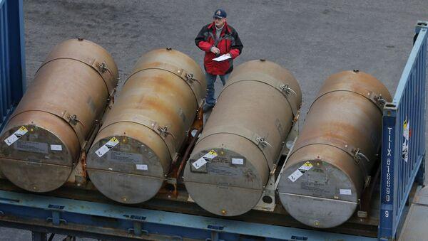 Beczki z uranem w porcie w Petersburgu - Sputnik Polska