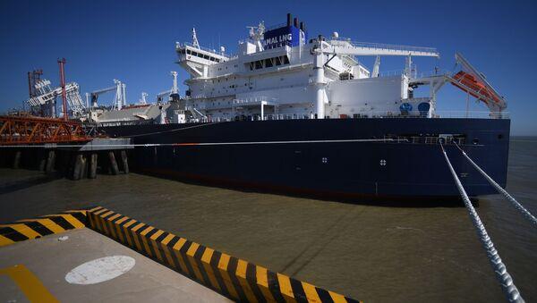 Tankowiec LNG klasy Arc7 Władimir Rusanow z dostawą z zakładu Jamał LNG w porcie Jiangsu Rudong - Sputnik Polska