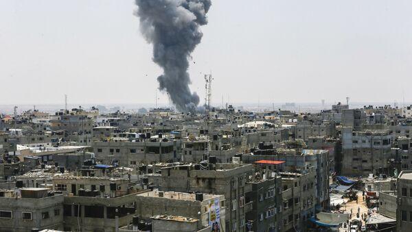 Dym po nalocie Sił Powietrznych Izraela na Strefę Gazy - Sputnik Polska