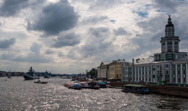 Okręty wojenne Floty Rosji na Newie w Petersburgu - Sputnik Polska