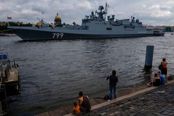 """Okręt patrolowy """"Admirał Makarow"""" na Newie w Petersburgu - Sputnik Polska"""