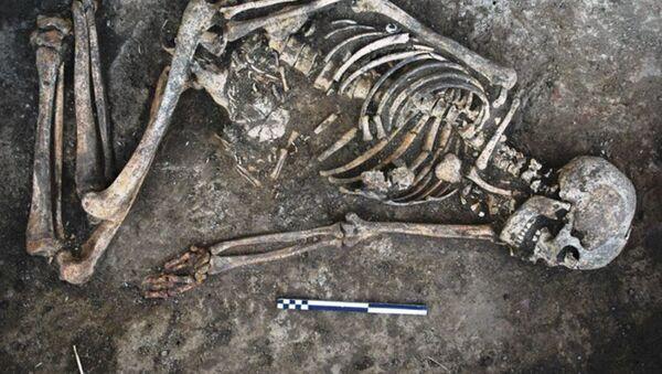 Szkielet kobiety z czarnymi śladami znaleziony na Ukrainie - Sputnik Polska