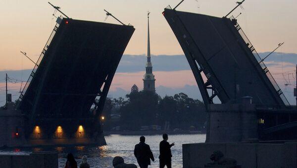 Petersburg o 3.00 w czasie białych nocy - Sputnik Polska