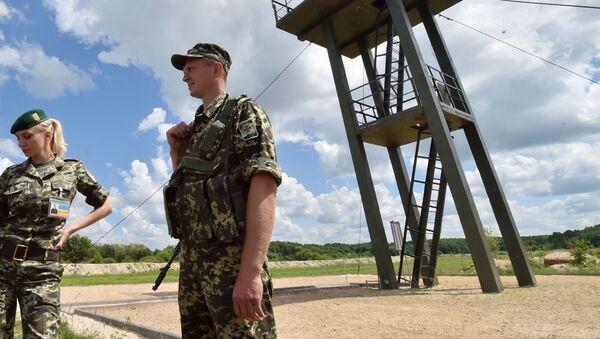 Ukraińscy żołnierze straży granicznej na granicy rosyjsko-ukraińskiej - Sputnik Polska