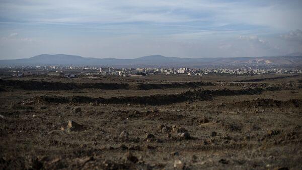 Widok na Wzgórza Golan w wiosce Al-Kom w prowincji Quneitra w Syrii - Sputnik Polska