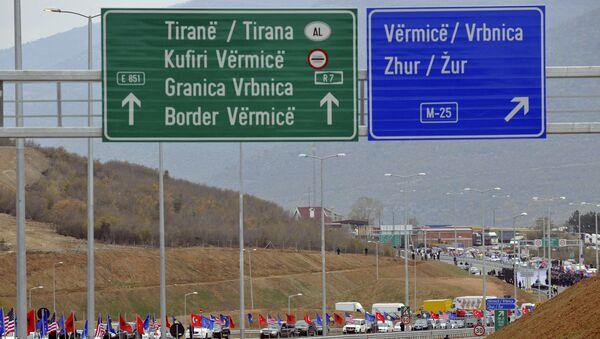 Drogowskazy na trasie łączącej Kosowo i Albanię - Sputnik Polska