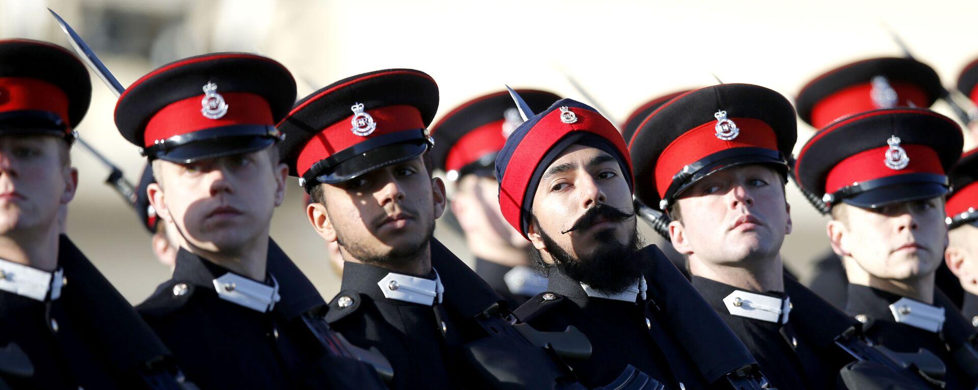 Przyszli oficerowie brytyjskiej armii na paradzie Królewskiej Akademii Wojskowej w Sandhurst w Anglii - Sputnik Polska, 1920, 28.09.2021
