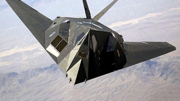 Amerykański jednomiejscowy poddźwiękowy taktyczny samolot o niskiej widoczności radarowej Lockheed F-117 Nighthawk - Sputnik Polska
