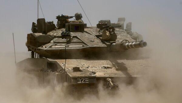 Izraelski czołg na granicy ze Strefą Gazy - Sputnik Polska