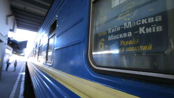 """Wagon pociągu Nr 005 """"Ukraina"""" relacji Moskwa-Kijów na personie Dworca Centralnego w Kijowie - Sputnik Polska"""