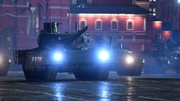 """Czołgi T-14 """"Armata"""" podczas próby defilady wojskowej na Placu Czerwonym. Zdjęcie archiwalne - Sputnik Polska"""