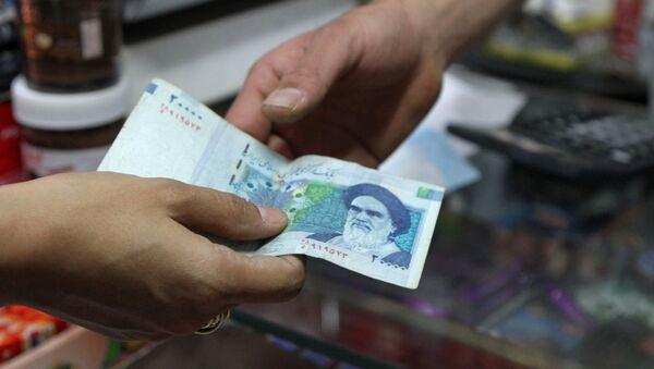 Ayatollah Ruhollah Khomeini na irańskim banknocie - Sputnik Polska