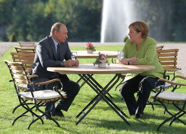 Spotkanie Władimira Putina i Angeli Merkel w Berlinie - Sputnik Polska