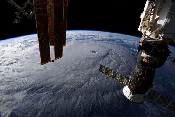 Huragan Lane na Hawajach. Widok z kosmosu - Sputnik Polska