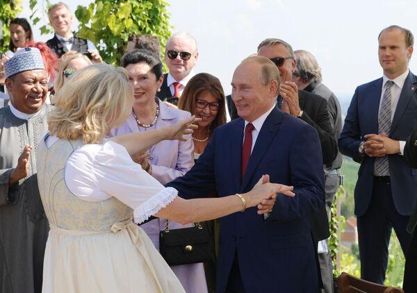 Władimir Putin na weselu szefowej austriackiego MSZ Karin Kniceil - Sputnik Polska